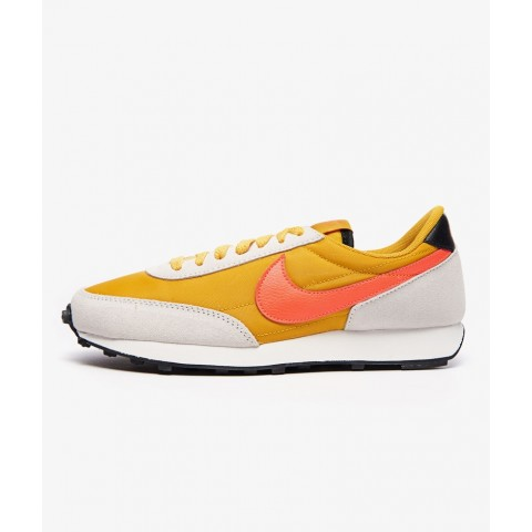 Nike Donne Daybreak Dark Sulfur/Flash Crimson-Bianche CK2351-701